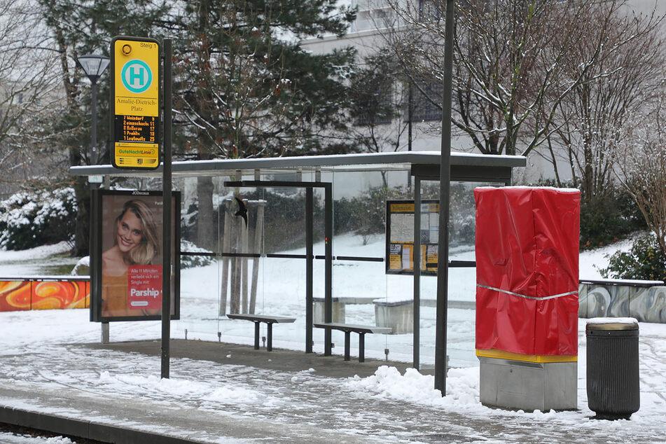 Erst vor wenigen Wochen hatten Vandalen an der Haltestelle Amalie-Dietrich-Platz einen Fahrkartenautomaten der DVB gesprengt.