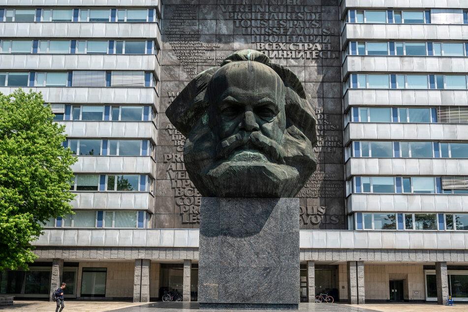 Den Marx-Kopf fotografieren Touristen am häufigsten - inklusive der leerstehenden Geschäfte dahinter.