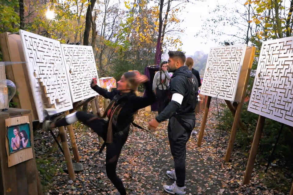 Respektlose Verliererin: Christina Dimitriou (l.) tritt nach der Finalpleite gegen ein Labyrinth und...