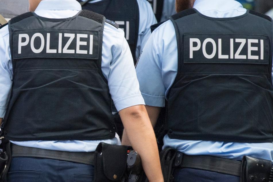 Ein Fall von offenbar unzulässiger Polizei-Gewalt gegen einen festgenommenen Mann in Frankfurt beschäftigt seit Montag die Öffentlichkeit (Symbolbild).