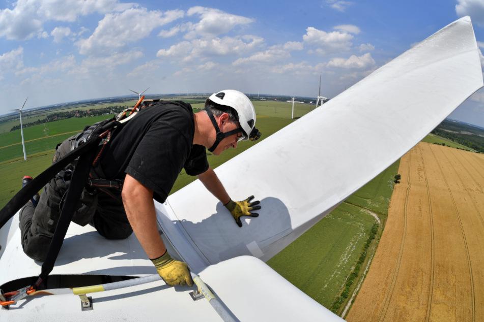 Schwindelerregend: Bis 2030 sind 730 von gegenwärtig 907 Windkraftanlagen nicht mehr wirtschaftlich. Sie könnten vom Netz genommen werden.