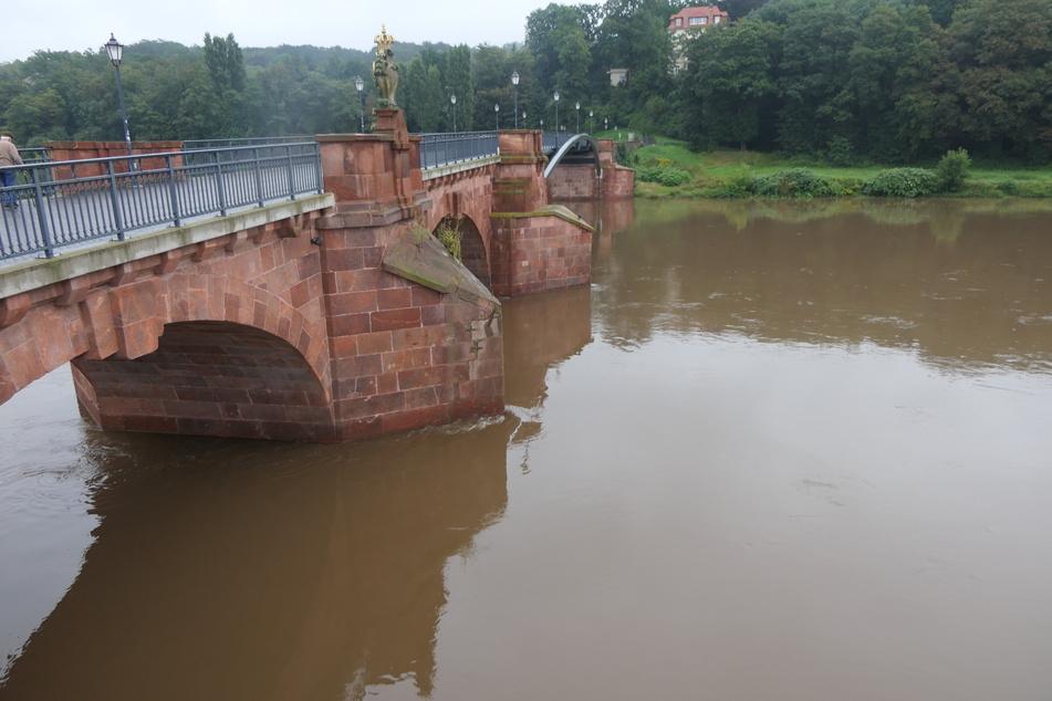 Die Wasserstände der sächsischen Gewässer, wie hier der Mulde, stiegen übers Wochenende schrittweise stark an.
