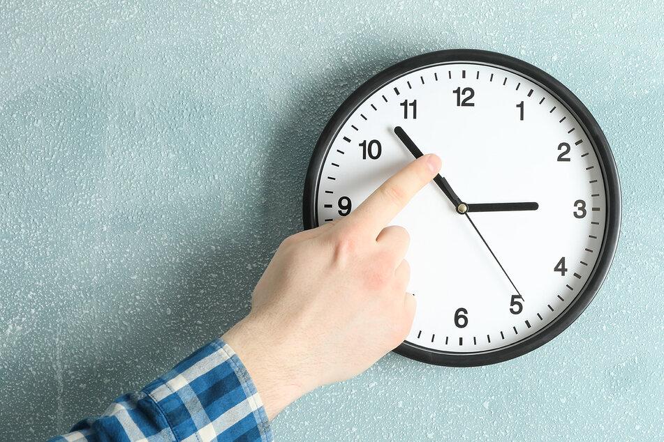 Wieder gibt es eine Stunde geschenkt! Wann ist endlich Schluss mit dem Zeit umstellen?
