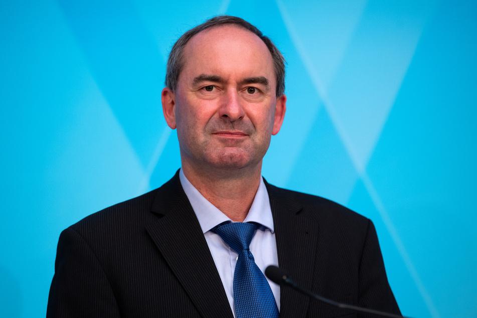 Affäre um OP-Masken in Bayern: Wirtschaftsminister Hubert Aiwanger (50, FW) hat sich für sein Verhalten gerechtfertigt.