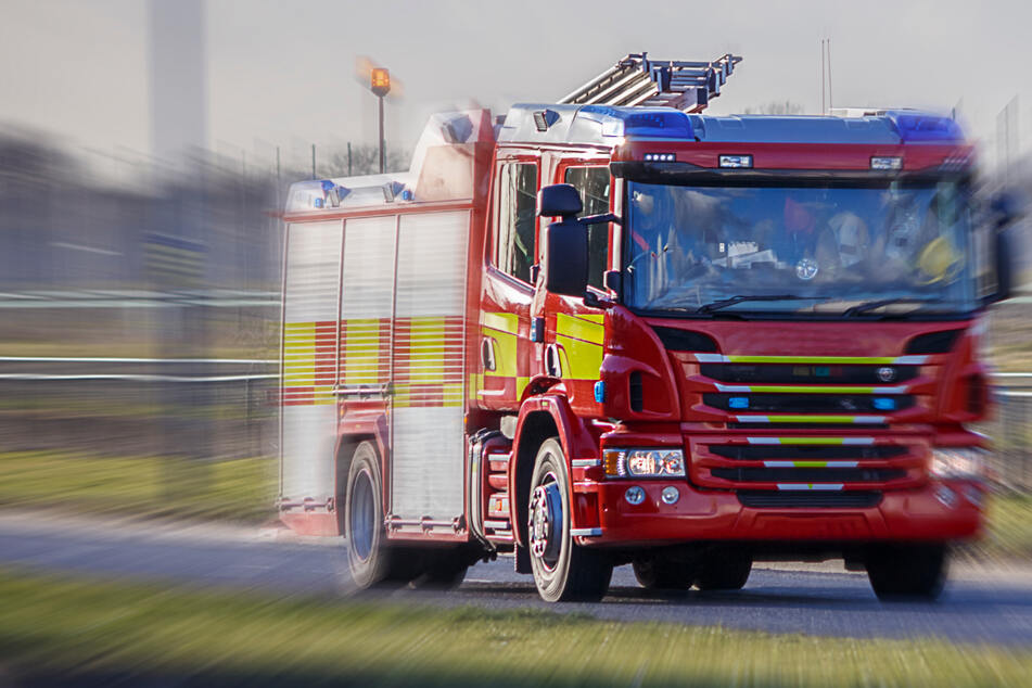 Mieter alarmiert Feuerwehr: Kurioser Rotlicht-Einsatz auf der Königsbrücker