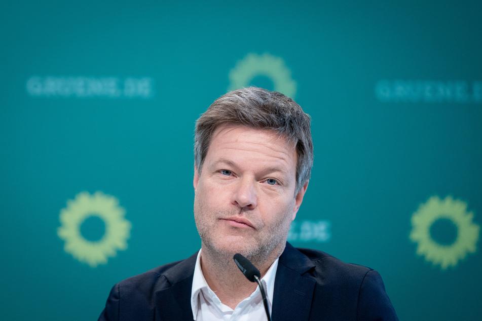 Grünen-Chef Robert Habeck (51) äußert harsche Kritik an der Corona-Politik der Bundesregierung.