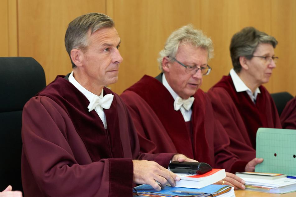 Lars Brocker (l.) ist der Vorsitzende Richter und Präsident des Verfassungsgerichtshofs und des Oberverwaltungsgerichts von Rheinland-Pfalz.