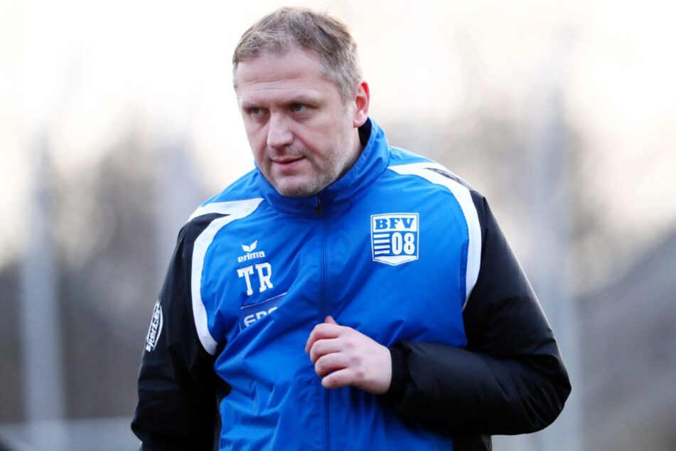 BFV-Coach Erik Schmidt (41) muss aus einer jungen Mannschaft schnell eine Einheit formen, wenn man eine Chance haben will, die Klasse zu halten.
