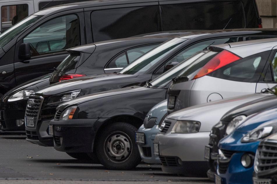 Leipzig: Hakenkreuze in den Lack gekratzt: 24 Autos in Nordsachsen beschädigt!