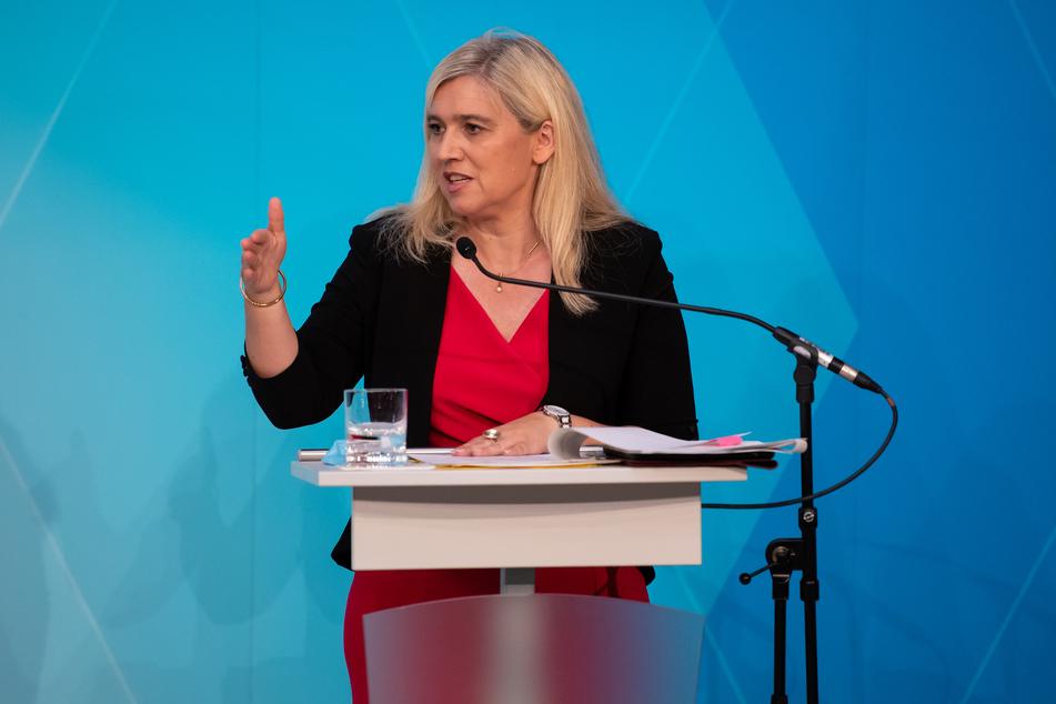 Melanie Huml (CSU), Gesundheitsministerin von Bayern, will sich mit anderen Gesundheitsministern über die Gefahren von Urlaubsrückkehrern austauschen.