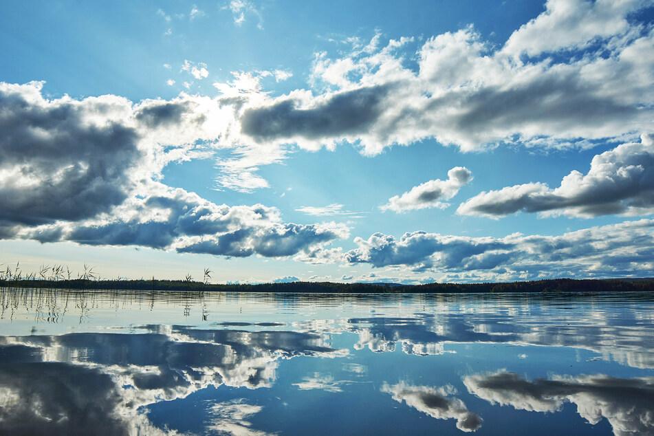 Wolken gibt's am Sonntag mancherorts. (Symbolbild)