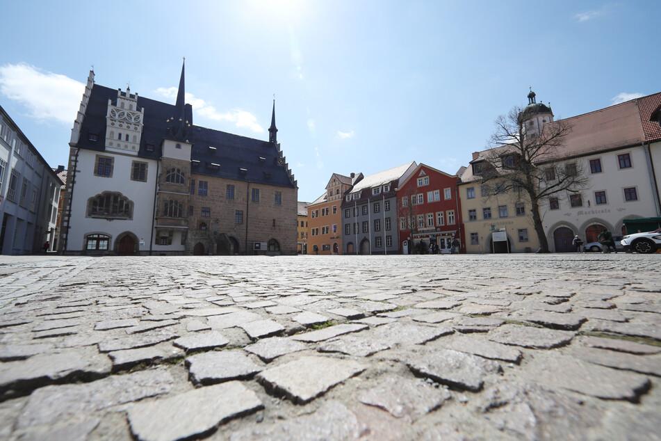 Der menschenleere Marktplatz von Neustadt an der Orla. Der Saale-Orla-Kreis hat derzeit eine Inzidenz von 483 und ist aktuell deutschlandweit am stärksten von der Corona-Pandemie betroffen.