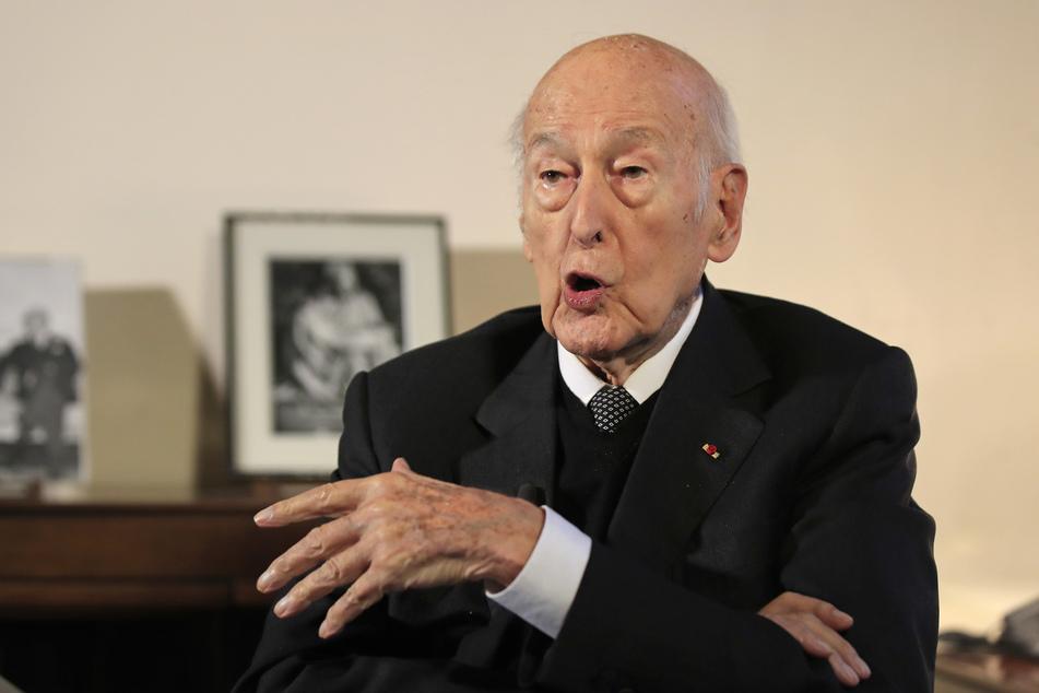 Valéry Giscard d'Estaing, ehemaliger französische Staatspräsident, spricht während eines Interviews mit der Associated Press.