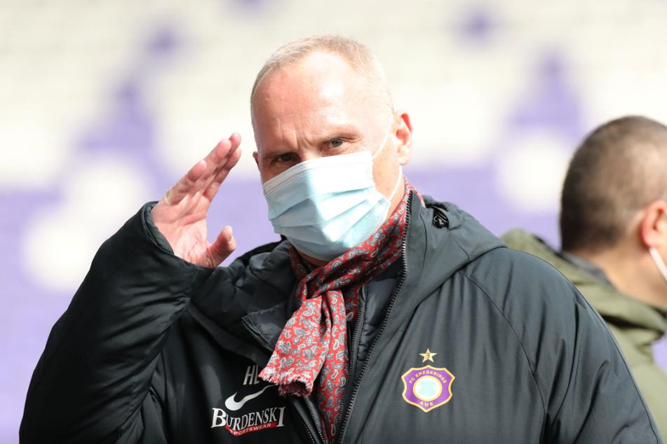 Für seinen Verein immer in Habachtstellung: Wenn FCE-Boss Helge Leonhardt (62) etwas nicht passt, findet er deutliche Worte.