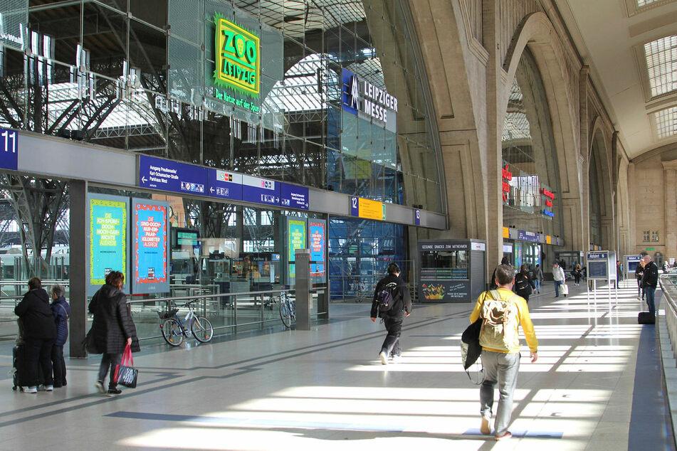 Auf dem Leipziger Hauptbahnhof wurde am Freitag ein MDR-Team beleidigt. (Archivbild)
