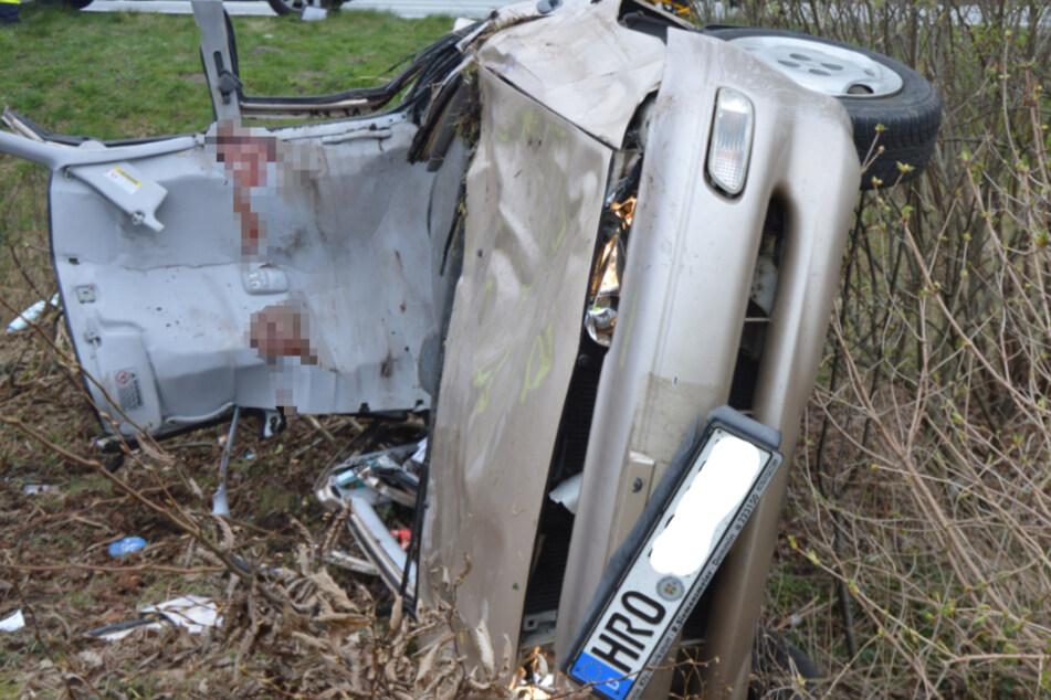 Unfall A1: Dramatischer Unfall auf A1: Feuerwehr muss Frau aus Wagen schneiden