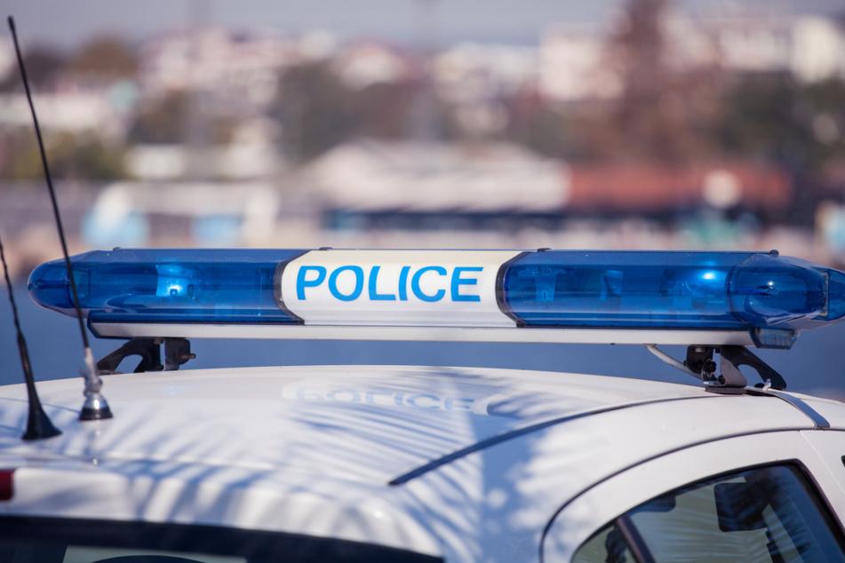 Französische Polizisten nahmen den mutmaßlichen Täter fest. (Symbolbild)