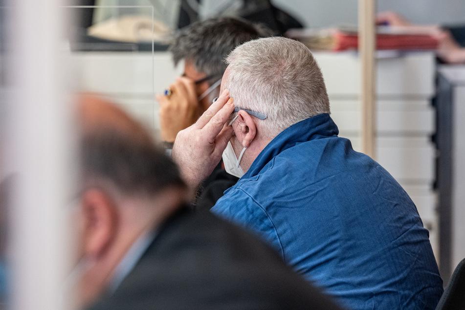 Seit Freitag steht der Angeklagte vor dem Landgericht Amberg. Zum Auftakt des Mordprozesses schwieg er.