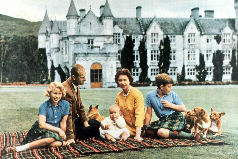 1960: Queen Elizabeth (c.) poses with her family and dogs. She has kept corgis and dorgis for decades (archive image).