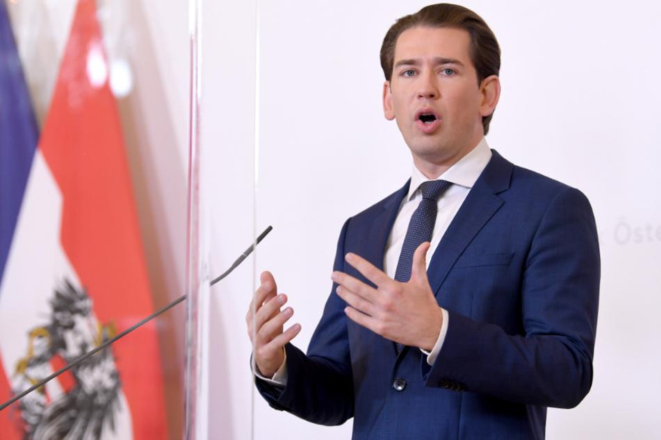 Österreich, Wien: Bundeskanzler Sebastian Kurz (ÖVP) im Rahmen einer Pressekonferenz nach einer Videokonferenz der Bundesregierung mit den Landeshauptleuten im Bundeskanzleramt in Wien.