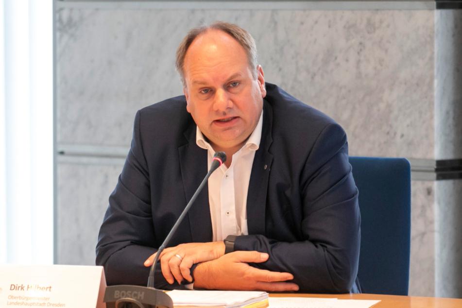 Wird sich noch lange mit Einschränkungen in seiner Stadt befassen müssen: Dirk Hilbert (48, FDP).