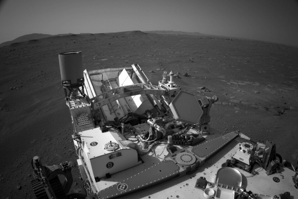 Out of this world! Mind-blowing NASA video shows moment of Mars rover landing
