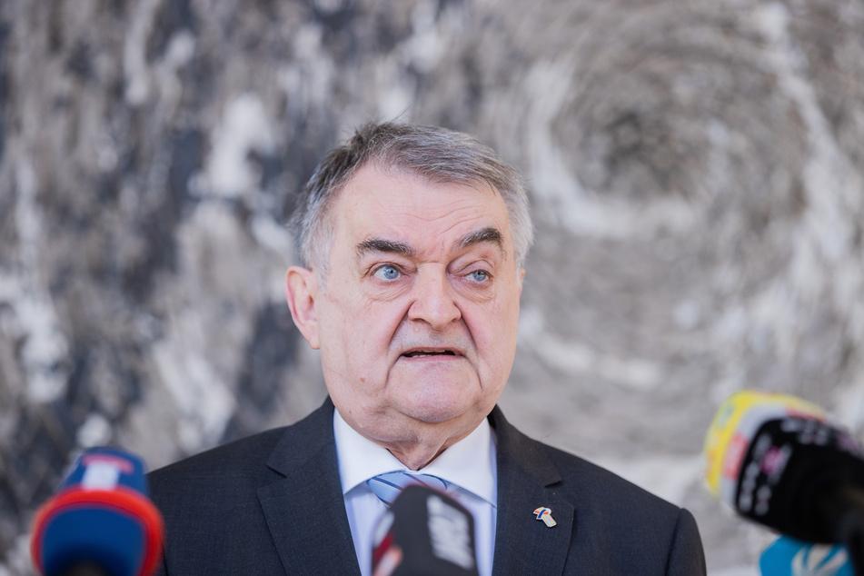 Mitte April gab Innenminister Herbert Reul (68, CDU) im Landtag ein Statement zu den Verboten der Rockergruppen ab.