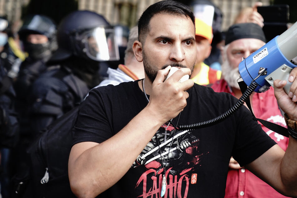 Attila Hildmann: Berliner Justiz sucht Maulwurf: Wer hat Attila Hildmann gewarnt?
