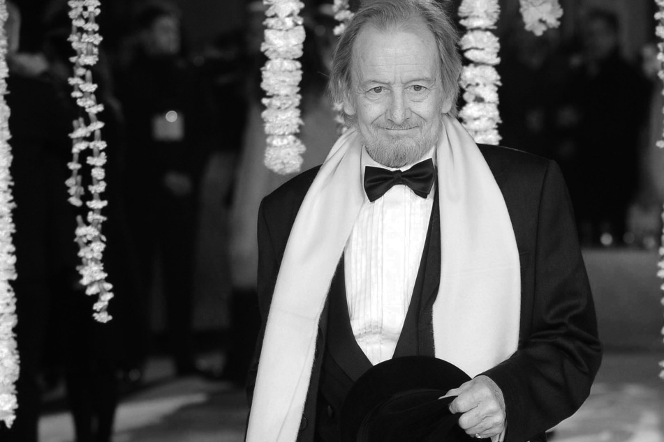 The Crown actor Ronald Pickup has passed away