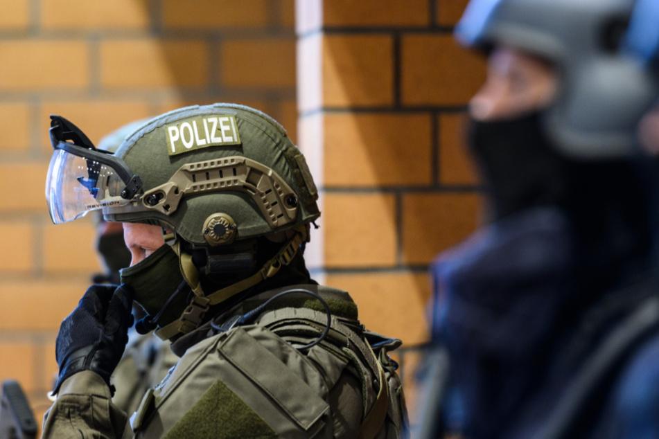 58-Jähriger geht mit Messer auf Mann los und löst SEK-Einsatz aus