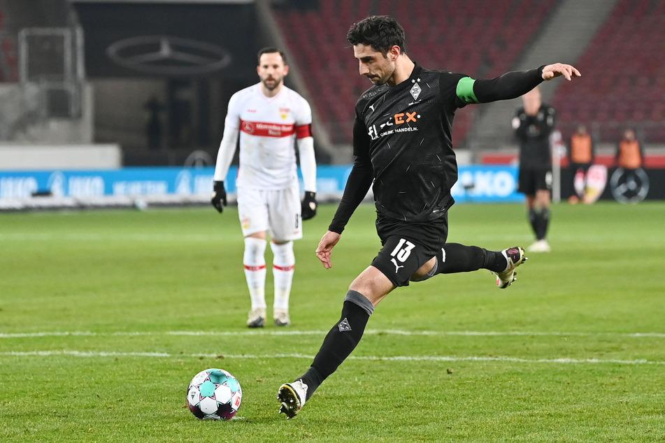 Beim Auswärtsspiel in Stuttgart verwandelte Gladbachs Lars Stindl (33, v.) in der Vorsaison einen Elfmeter zur zwischenzeitlichen 1:0-Führung. Die Partie endete 2:2.