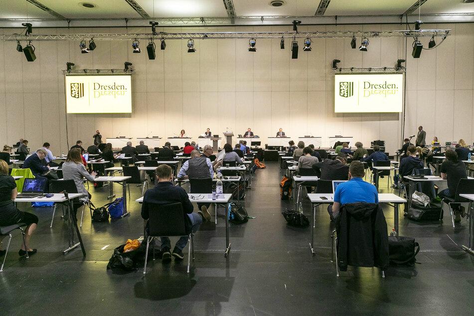 """Der Rat tagte erneut in der Messe, OB Dirk Hilbert (48, FDP) war im """"Kurzurlaub"""""""
