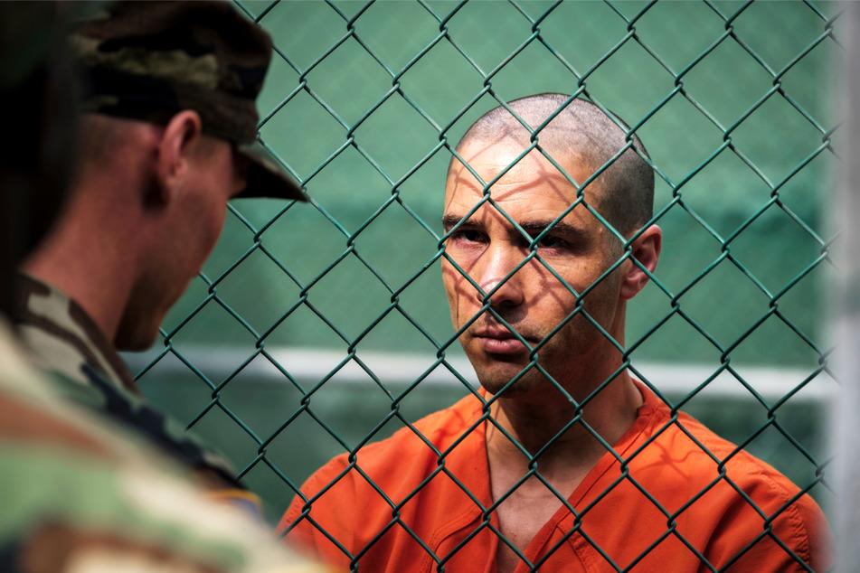 Mohamedou Ould Slahi (Tahar Rahim, 39) erlebt im berühmt-berüchtigten Gefangenenlager Guantanamo grausame Sachen.