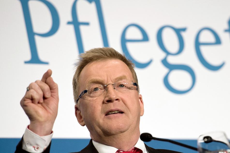Der Pflegebevollmächtigte der Bundesregierung, Andreas Westerfellhaus, fordert Besuchsmöglichkeiten mit Infektionsschutz als Standard in Pflegeheimen.