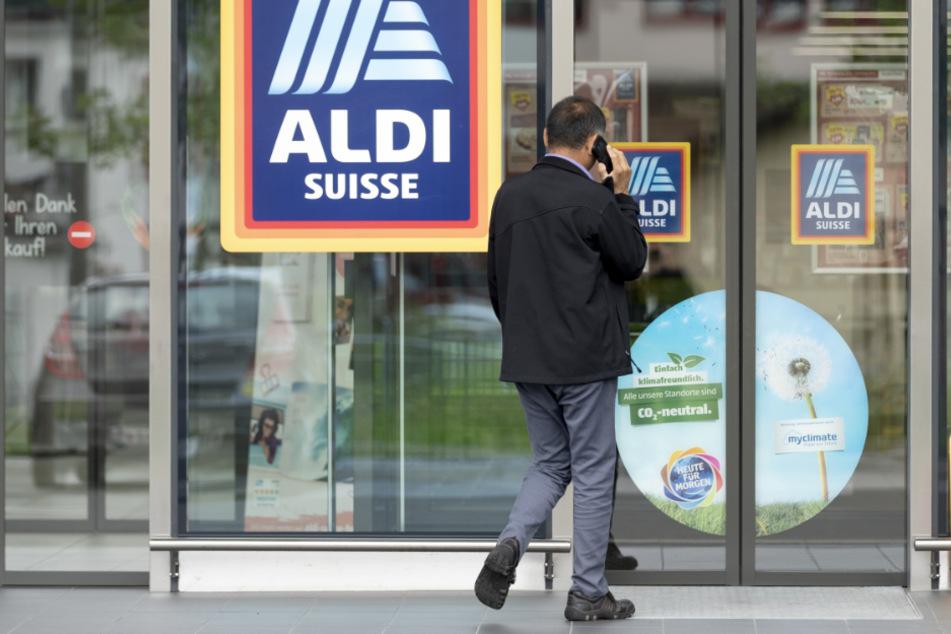 Aldi erhöht in der Schweiz den Mindestlohn auf umgerechnet 4000 Euro!