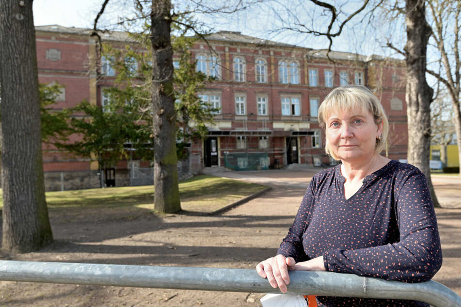 Leiterin Ines Bäurich (56) ist nicht sehr glücklich über den Auszug aus der Altchemnitzer Schule.