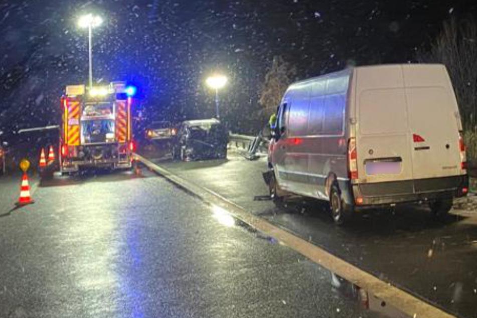 Transporterfahrer (69) stirbt bei Unfall auf A14, Kind verletzt