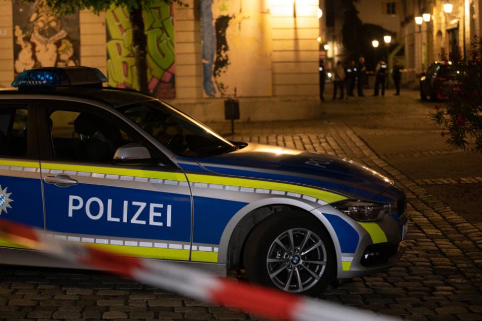Stark blutender Mann läuft durch City und droht mit Bombe: Polizei schießt!