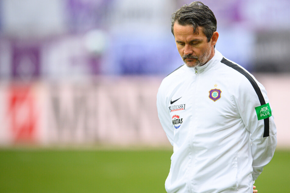 Aue-Coach Dirk Schuster (53) war nach der schwachen Leistung seiner Mannschaft am Samstag bedient.