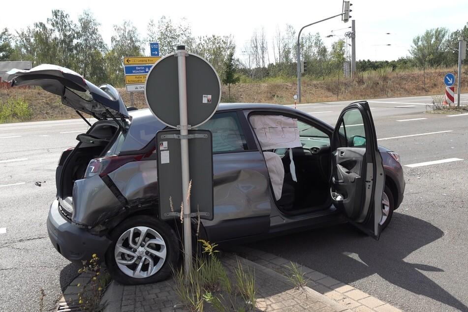 Bei dem Unfall wurden beide Autos erheblich beschädigt.