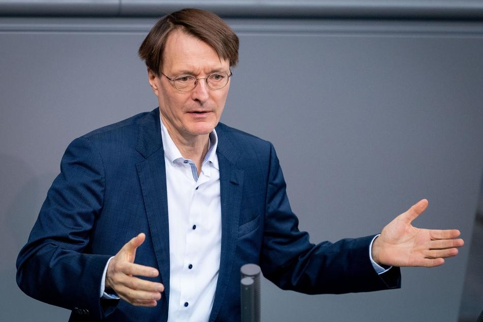 Karl Lauterbach, SPD-Bundestagsabgeordneter, spricht bei der Sitzung des Bundestages zu den Abgeordneten.