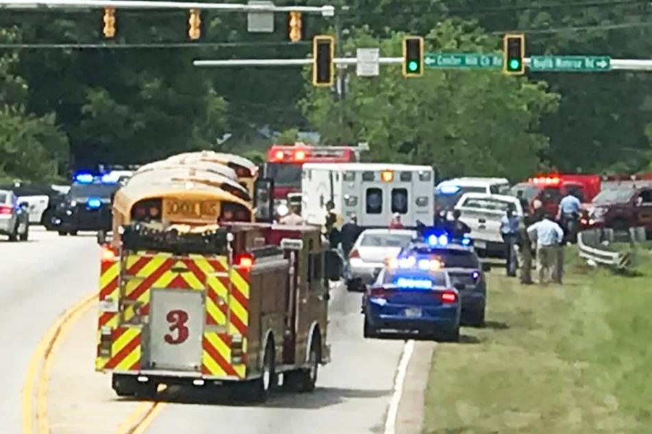 Zahlreiche Rettungskräfte und Polizisten waren am Unglücksort im Einsatz.