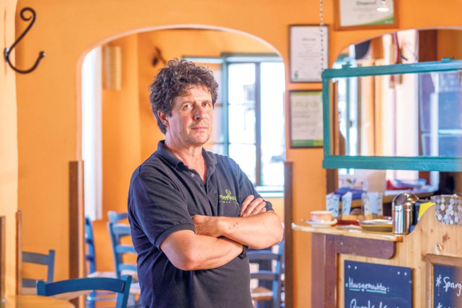 Wirt Detlef Janz (57) hofft, dass er sein Lokal durch die Krise bringt.