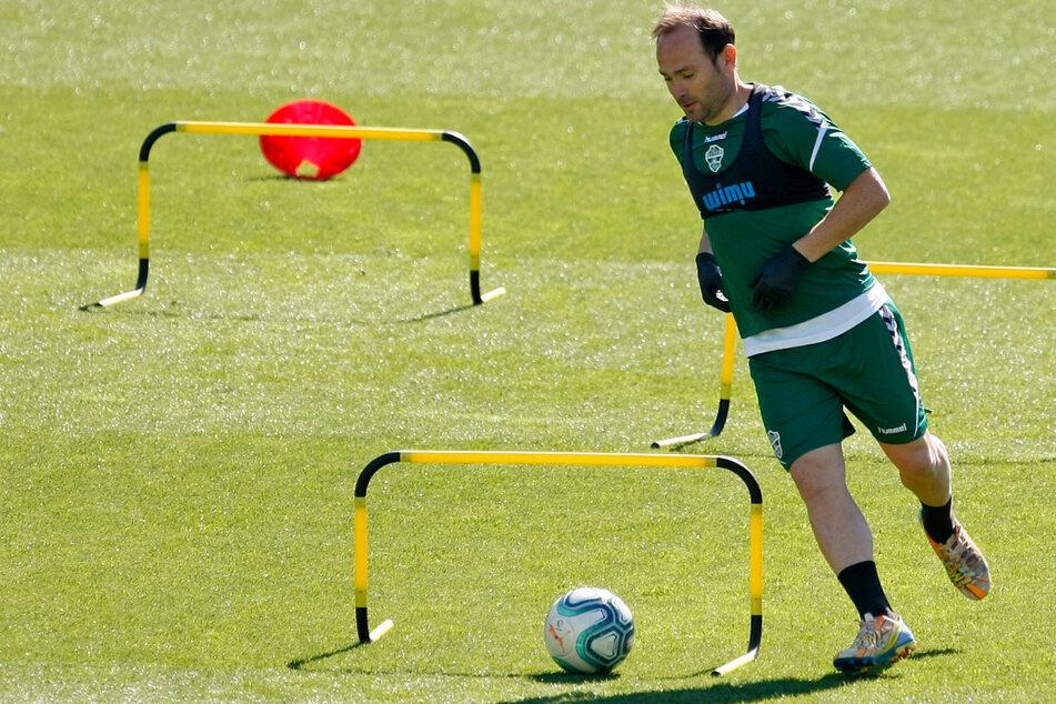 Elches Nino nahm am Montag an einer Trainingseinheit teil. Die Spieler des spanischen Fußball-Zweitligisten FC Elche sind am Mittwoch aus Protest über Gehaltskürzungen nicht zum Training erschienen. (Archivbild)