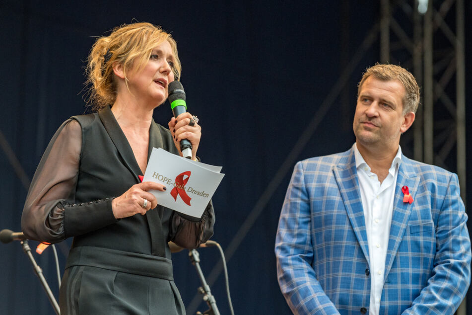 Die MDR-Moderatoren Anja Koebel (53) und Rene Kindermann (46) führten durch das Benefizkonzert.