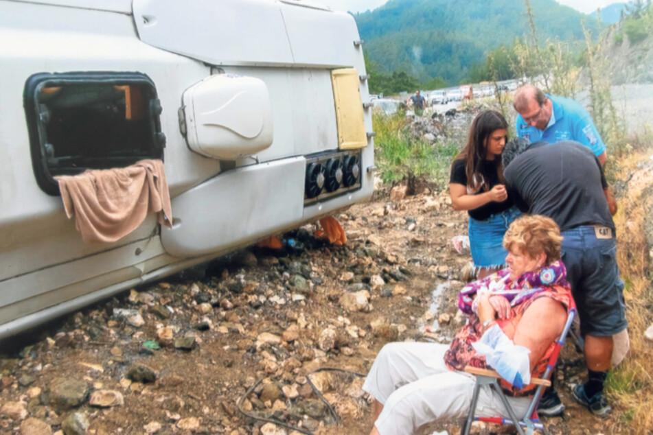Gudrun Hölzel (70) wurde nach dem Busunfall in der Türkei am Straßenrand notdürftig verarztet. Der Bus von IHS Travel war zu schnell, die Straße glitschig.