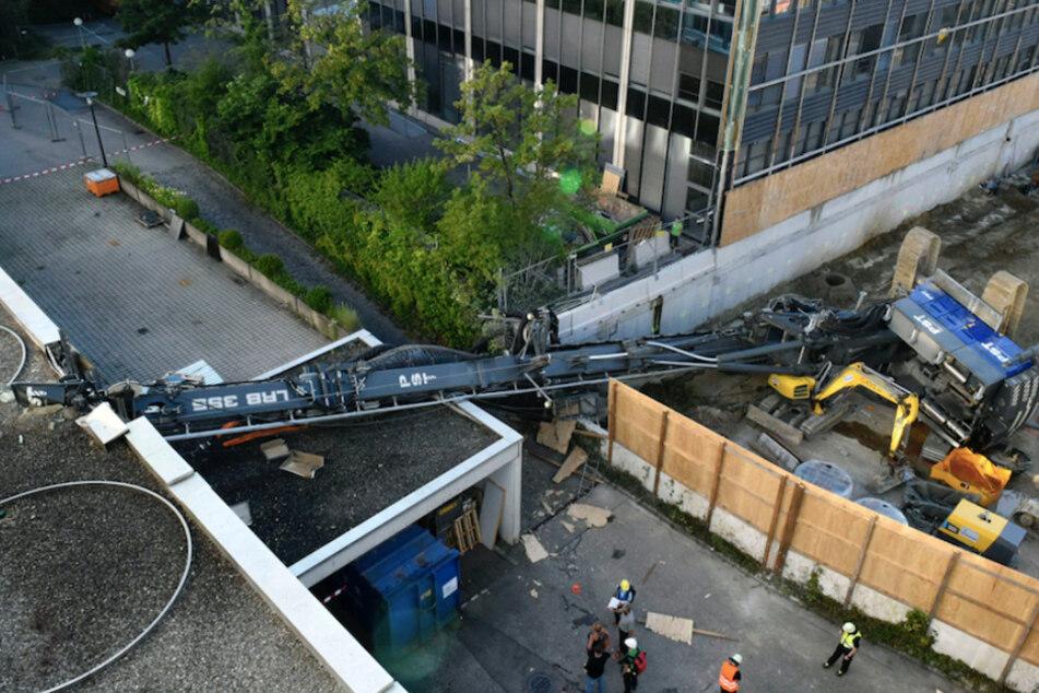 160-Tonnen-Maschine kracht in Münchner Bürogebäude