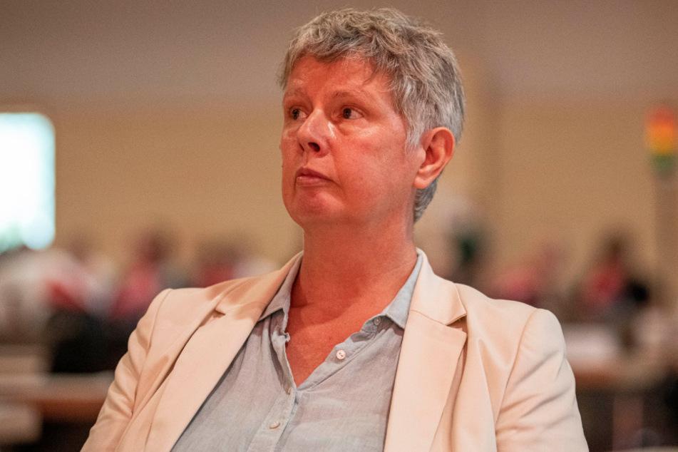 Katina Schubert, Berliner Landesvorsitzende die Linke, verfolgt auf dem Landesparteitag von Die Linke Berlin die Debatte.