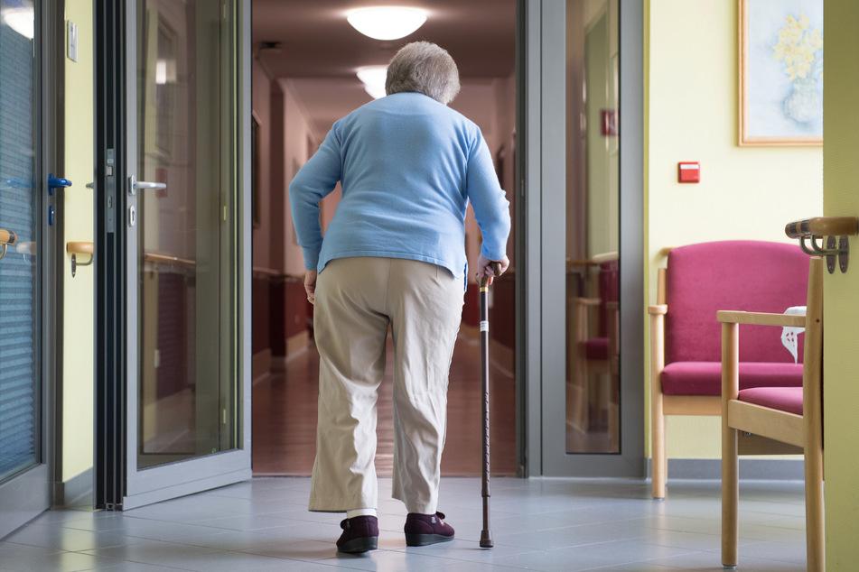 Ab sofort soll es mehr Tests in betroffenen Pflegeheimen geben. (Archivbild)