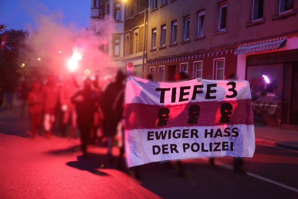Zuvor hatten sich in der Zweinaundorfer Straße etwa 50 Menschen versammelt.